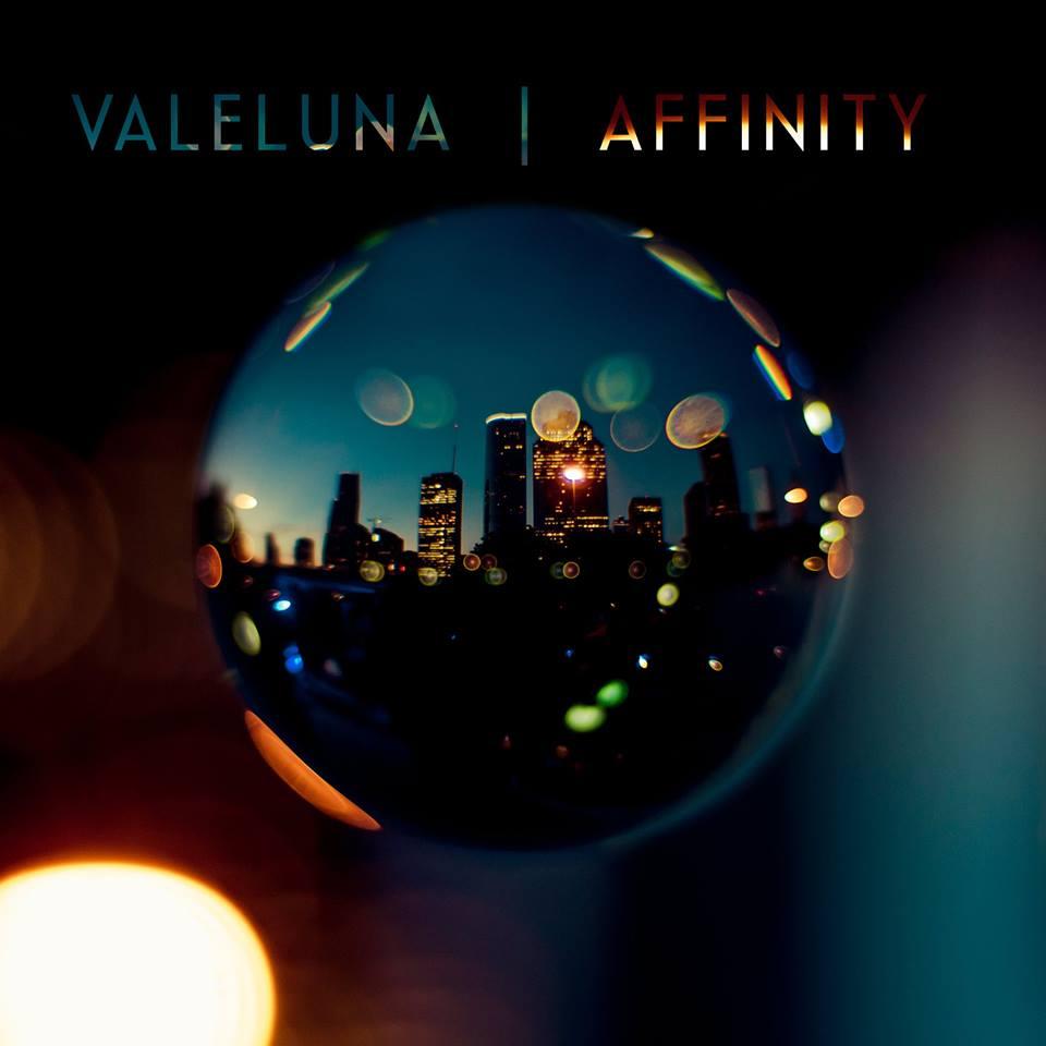 Valeluna Affinity Cover